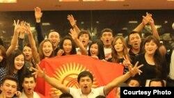 Кытайдагы кыргыз студенттери. Архивдик сүрөт.