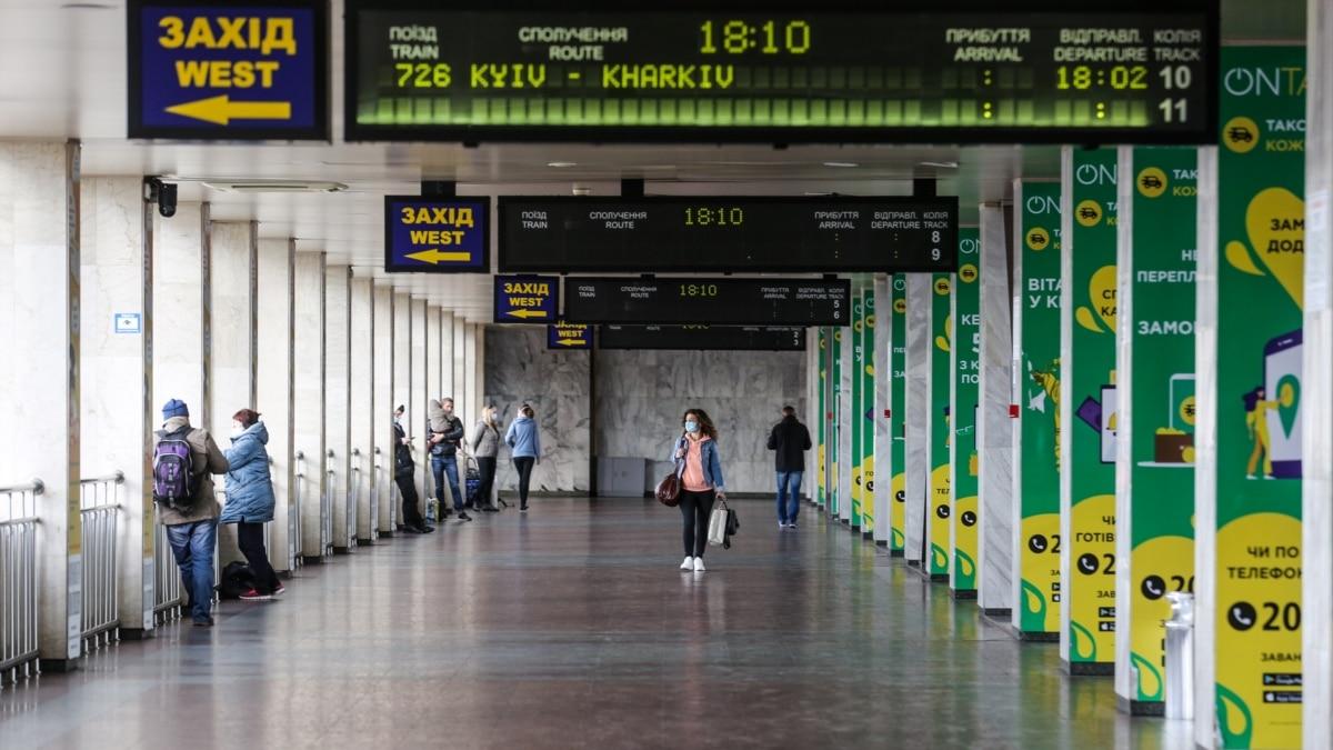 Укрзализныця: за билеты на отмененные поезда вернули почти 130 млн грн