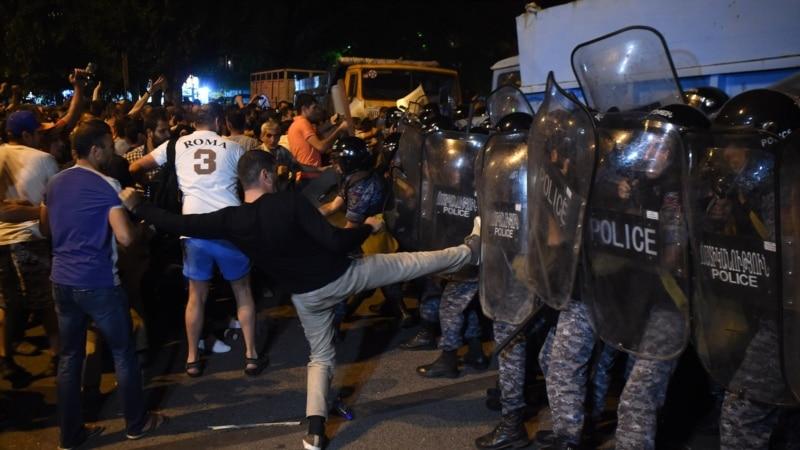 د ارمنستان په پلازمینه کې له پولیسو سره نښتې شوي