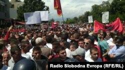 Демонстранти протестираат незадоволни од пресудите за случајот Монструм.