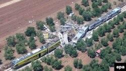 Pamje nga aksidenti i trenave në Itali