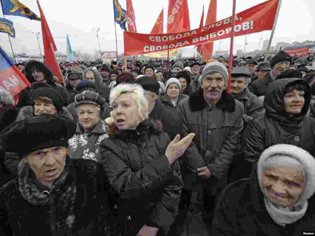 Opposition supporters rally in Vladivostok.