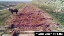 Өзбекстан мен Тәжікстан арасындағы теміржолдың бұзылған тұсы. 22 наурыз 2012 жыл.