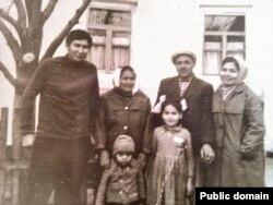 Семья Муслимовых, вернувшаяся в Крым в 1969 году. Долгие годы их упорно не прописывали на родине, отказывали в работе, подвергали унижениям детей. Только в 1992 году они переехали в родное село главы семьи Солнечная Долина (Къоз) и построили там дом