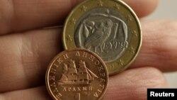 Евро и драхма.