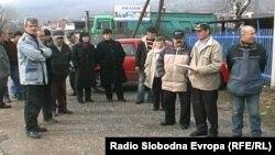 Архивска фотографија: Протест на вработените во подружницата на ЕМО Охрид во Кичево во февруари 2013 година.