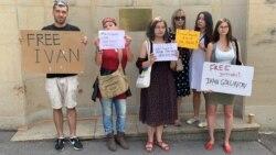 """""""Россия в огне!"""" В Праге протестовали против дела в отношении журналиста Голунова"""