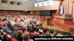 Засідання «Громадської палати Криму» в залі кримського парламенту. Сімферополь, 25 липня 2019 року