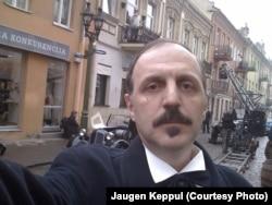 Яўген Кеппул падчас здымак на вуліцах Коўна