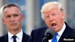 Президент США Дональд Трамп (праворуч) і генеральний секретар НАТО Єнс Столтенберґ. Брюссель, 25 травня 2017 року
