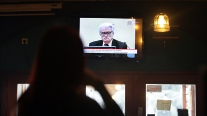 Gledanje TV prenosa izricanja presude Radovanu Karadžiću u kafiću u Beogradu, 20. mart 2019.
