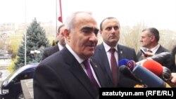 Հայաստան -- Ազգային ժողովի նախագահ Գալուստ Սահակյանը պատասխանում է լրագրողների հարցերին, Երևան, 2-ը դեկտեմբերի, 2015թ․