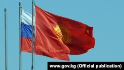 Флаги России и Кыргызстана.