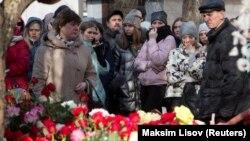 Ռուսաստանցիները հարգանքի տուրք են մատուցում Կեմերովոյում հրդեհի հետևանքով զոհվածների հիշատակին, 26-ը մարտի, 2018թ․