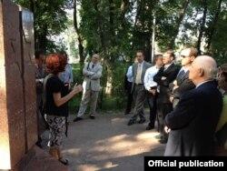 La memorialul din Chișinău al evreilor uciși în Holocaust