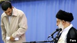 آيت الله خامنه ای، روز شنبه با پشتيبانی کامل از سياست های داخلی و خارجی محمود احمدی نژاد گفته است که شرايط فعلی ایران «استثنايی و بی نظير» است.
