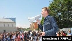 Ilir Deda na protestima ispred Skupštine Kosova