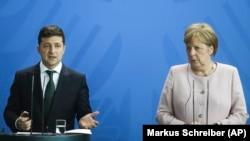 Владимир Зеленский и Ангела Меркель на брифинге в Берлине, 18 июня 2019 год