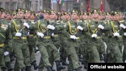 Один из предыдущих военных парадов в Душанбе.