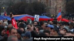 Демонстрация сторонников Никола Пашиняна в Ереване, 1 марта 2021 (архив).