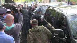 Ukrainian Protesters Attack Convoy Of Former Pro-Russian Governor