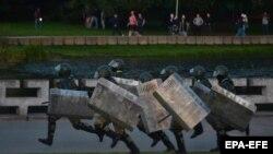 Беларустагы нааразылык акцияларын күч менен басуу аракети. Иллюстрациялык сүрөт.