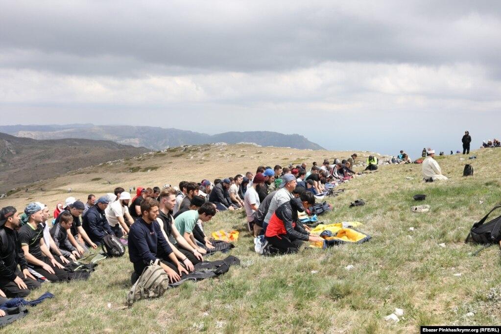 Учасники сходження провели молебень за загиблими