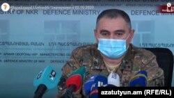 Заместитель командующего Армией обороны Карабаха Артур Саргсян на пресс-конференции в Степанакерте, 2 октября 2020 г.