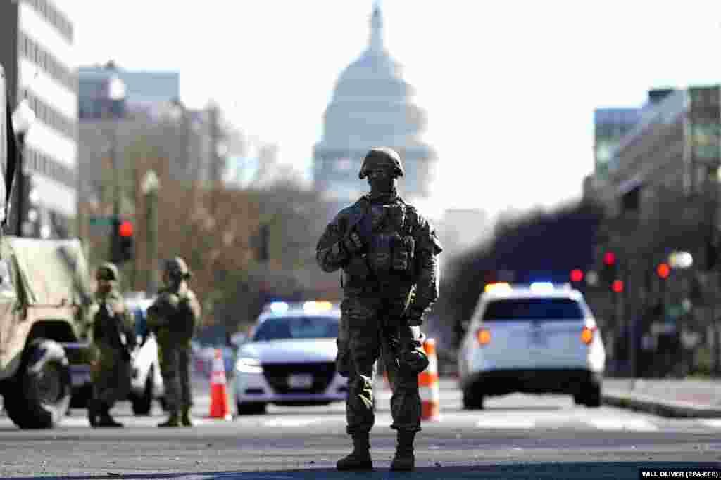 Военнослужащие Соединенных Штатов в Вашингтоне, округ Колумбия, США, 19 января 2021 года
