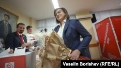 Старо новата лидерка на Бугарската социјалистичка партија (БСП), Корнелија Нинова за време на партиското гласање за лидер