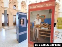 """'Okrenula sam se jednom zdravom, normalnom životu. Proizvodim zdravu hranu, time se oplemenim, oporavim i uživam u svom radu"""", kaže Mirjana Topalović (na fotografiji njen foto na izložbi u Vijećnici)"""
