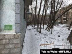 Свежая надпись о продаже синтетических наркотиков, появившаяся на одном из домов в городе Темиртау.