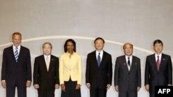 وزیران امور خارجه شش کشور مذاکره کننده در باره برنامه هسته ای کره شمالی در سنگاپور. (عکس از AFP)