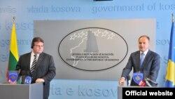 Linas Linkevicius (majtas) dhe Enver Hoxhaj në Prishtinë