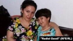 Гулчехра Одинаева и ее дочь Гулнисо