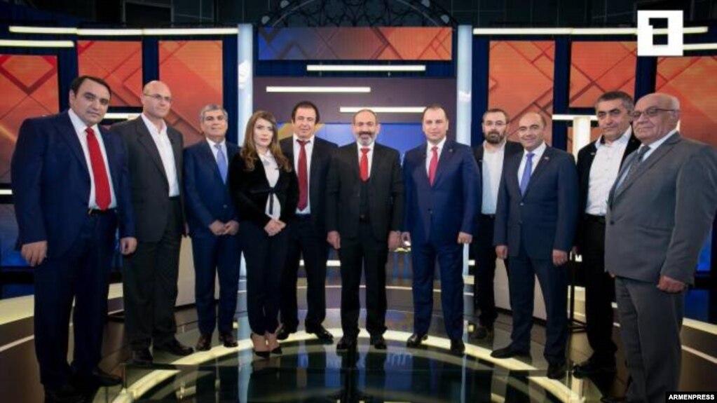 Первые номера избирательных списков провели теледебаты в прямом эфире на Общественном телевидении