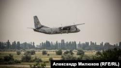 Ан-26 над аэродромом в Николаеве, 12 июля 2018 года