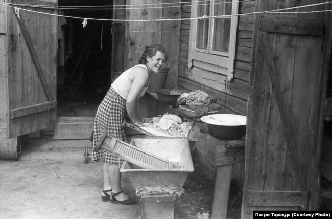 За праньнем бялізны, Баранавічы, 60-я гады