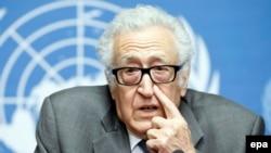 Специальный посланник ООН и Лиги арабских государств по Сирии Лахдар Брахими на пресс-конференции в Женеве, 16 января 2014 года.