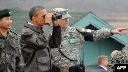 АКШ президенти саммиттин алдында Түндүк жана Түштүк Кореянын ортосундагы демилитаризацияланган аймактын босогосунда жайгашкан америкалык аскерий базада да болду.