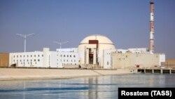 نیروگاه اتمی بوشهر با هزینه بسیار و پس از مدتها تاخیر به راه افتاد.