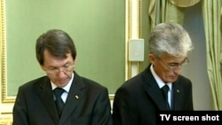 Türkmen döwlet habarlar gullugynyň başlygy B.Amansaryýew (çepde) we Medeniýet we teleradioýaýlymlar ministri G.Myradow