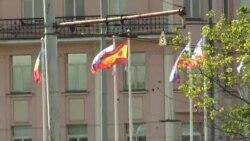 کنفرانس ریگا و پلاکاردهایی علیه روسیه