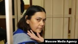 Сот залында отырған Гүлчехра Бобокулова. Мәскеу, 2 наурыз 2016 жыл.