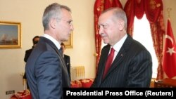 Secretarul general NATO, Jens Stoltenberg (s), și președintele Turciei, Recep Tayyip Erdogan (d), la Istanbul, 11 Octombrie, 2019