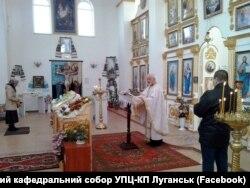 Отець Анатолій за службою. Жовтень 2017 року