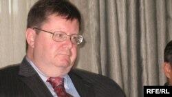 Роберт Сіммонс під час прес-конференції у Києві, 23 жовтня 2009 р.