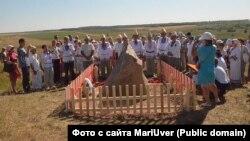 Памятный камень в честь Полтыша на Болтушиной горе в Малмыже