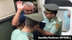 Афган Мухтарлы во время судебного процесса в Баку, июнь 2017 г.