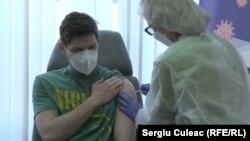 Medic rezident imunizat la Institutul de Medicină Urgentă. 2 martie 2021